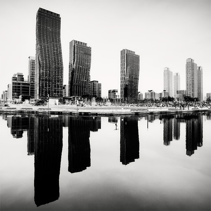 Mirrored City