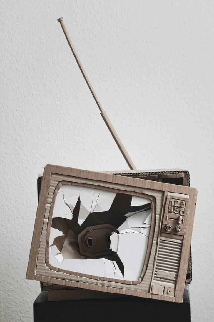 television made of cardboard by bartek elsner