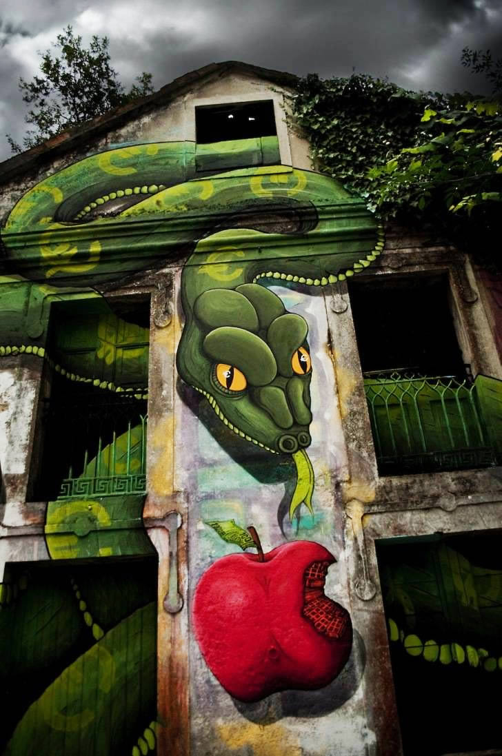 Close up on snake mural by Sokram