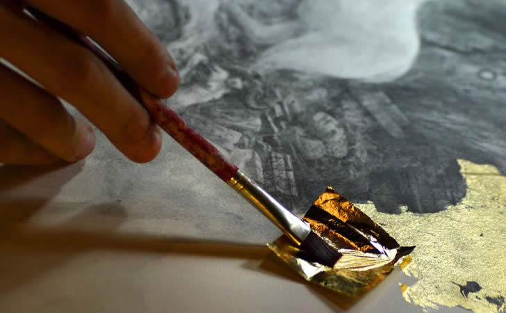 Artist using gold lead. Yoann Lossel
