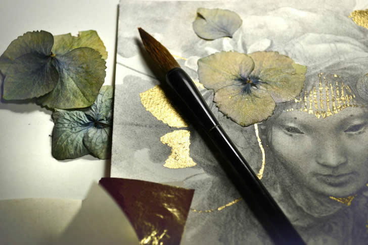 Gold flowers painting by Yoann Lossel