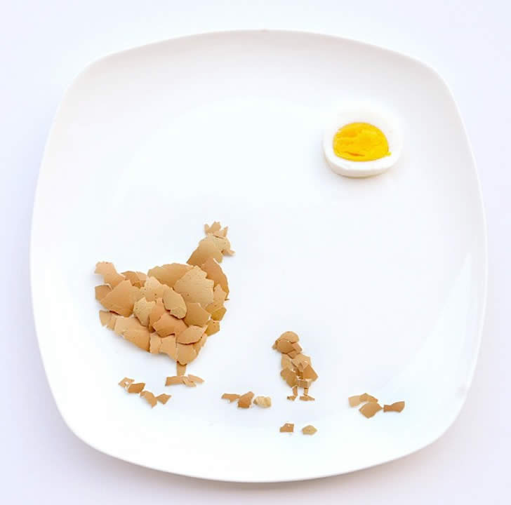 Chicken and Hen made from Eggshell by Hong Yi