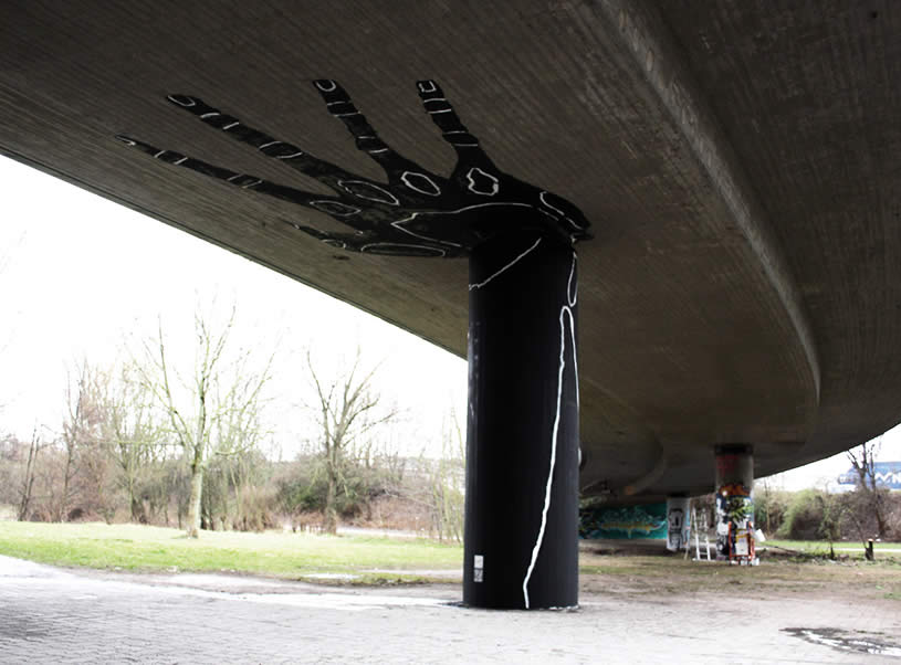 Black hand holding wall. Graf by Dome