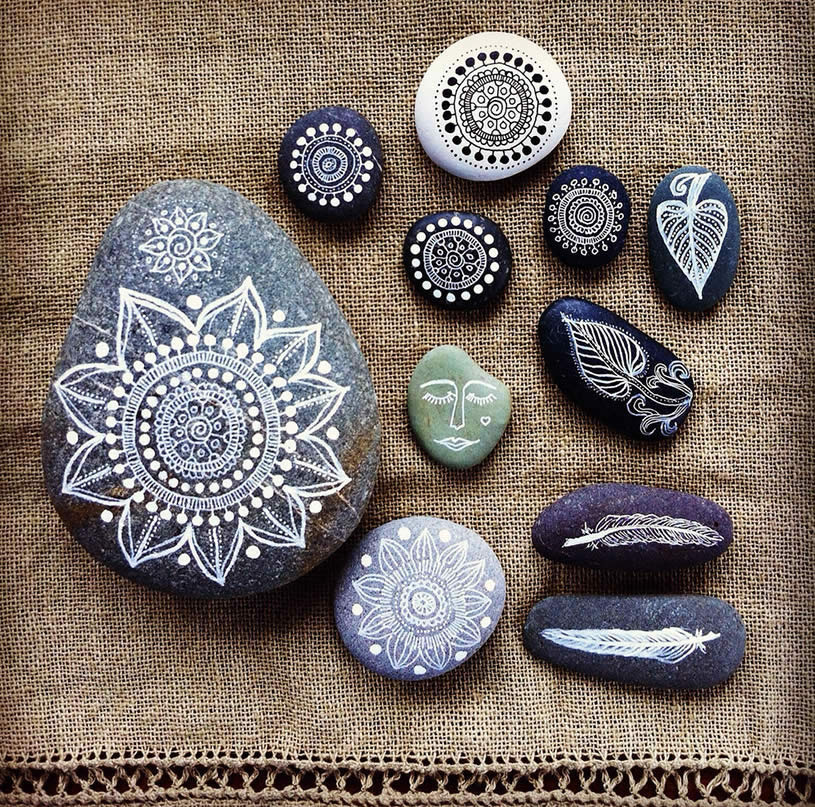 Drawing on Pebbles (4) by     maria mercedes trujillo a