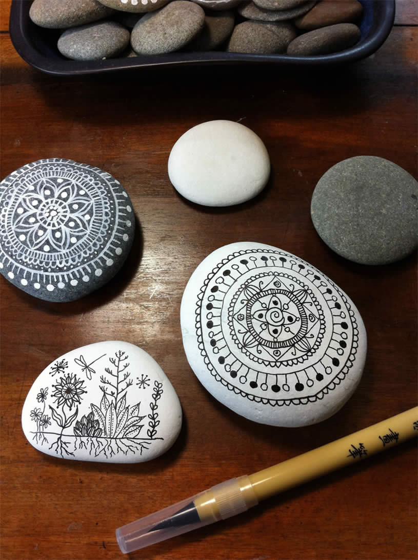 Drawing on Pebbles (5) by     maria mercedes trujillo a