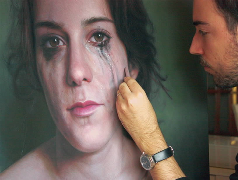 Painting of girl crying by Ruben Belloso Adorna