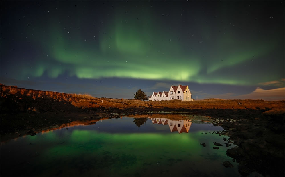 #aurora borealis Iceland Hafnafjörður south green house reflection
