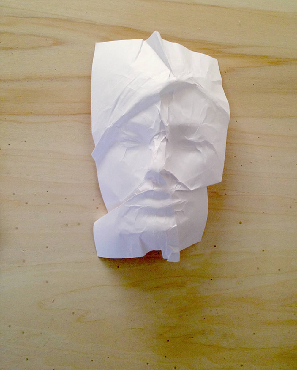 face sculpture made with paper by ibon mainer