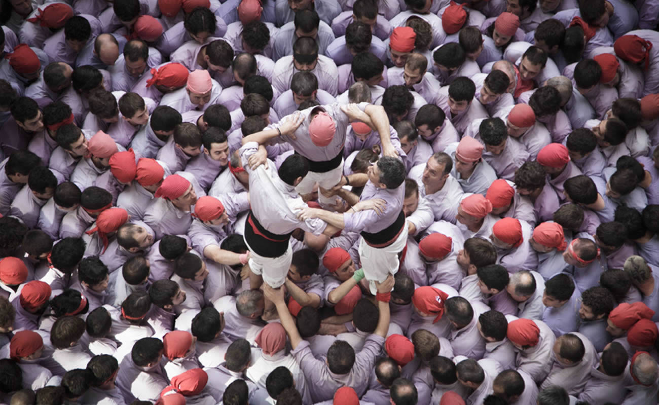 human tower, people sculptures by david oliete