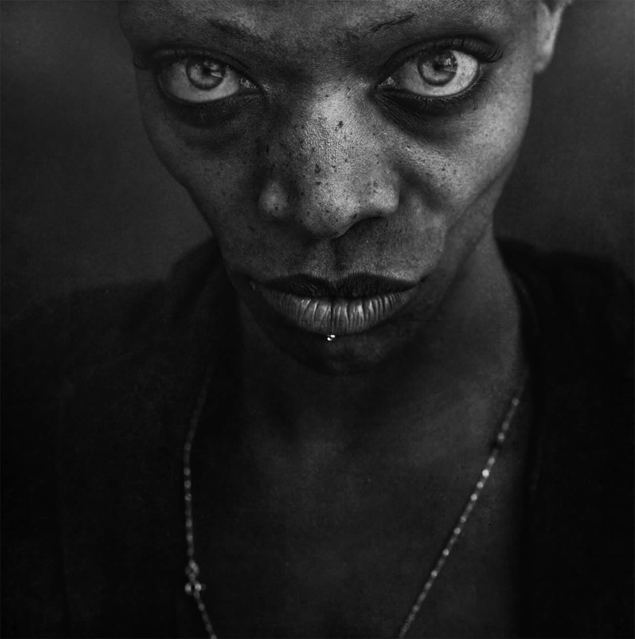 bright eyes and freckles, street photography by lee jeffries