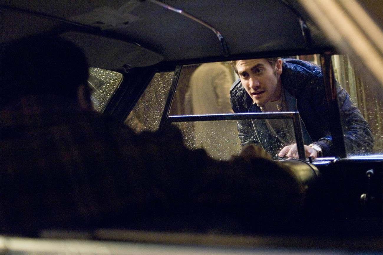 zodiac 2007 movie by David Fincher. Jake Gyllenhaal taking to a man in car