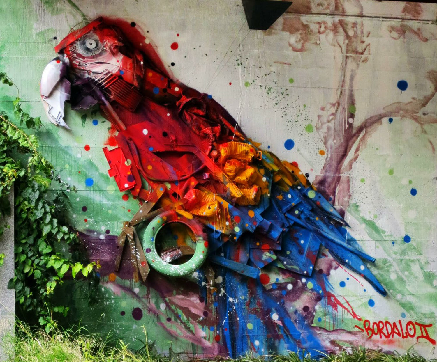 Bordalo !! graffiti parrot colour