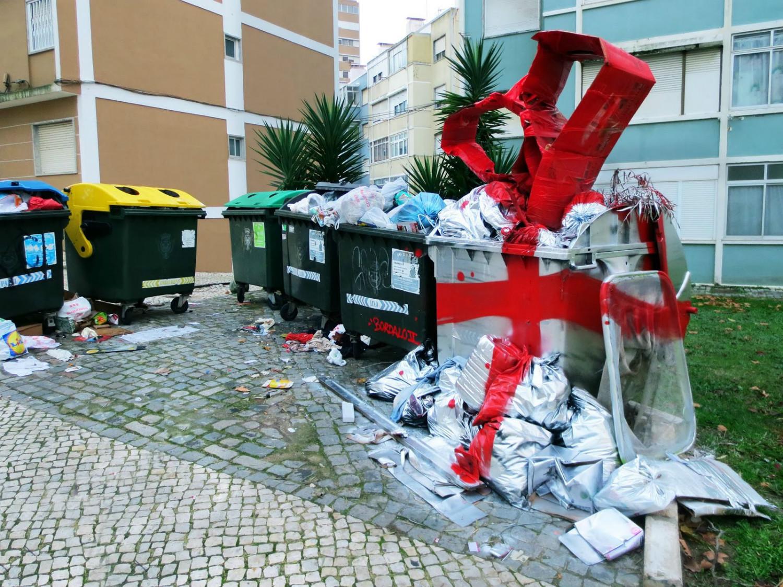 bordalo II bin street art paint