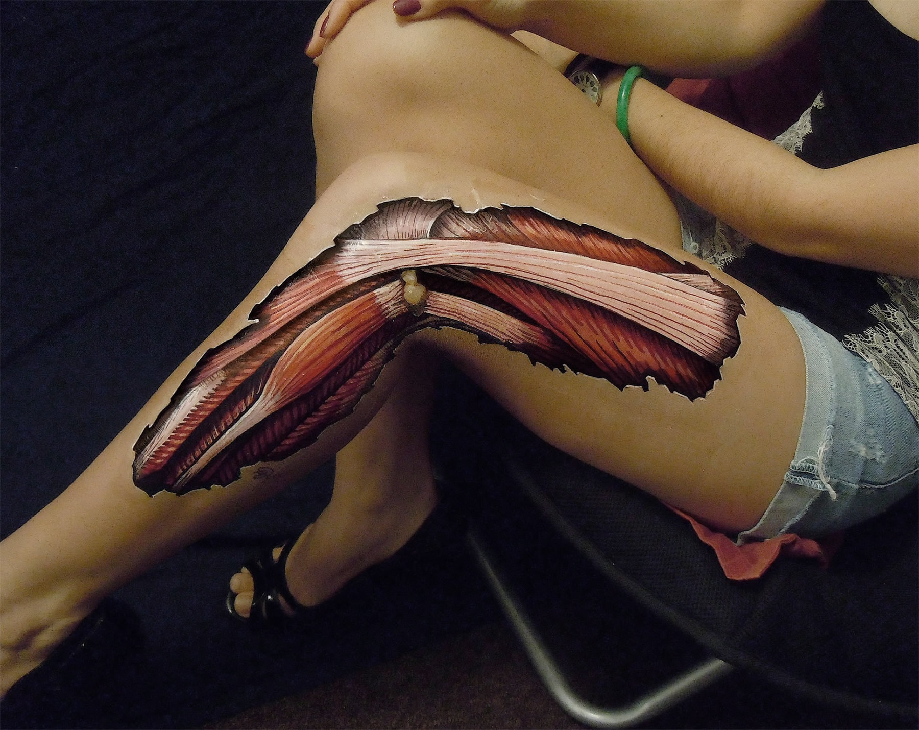 leg, knee anatomy body painting by danny quirk