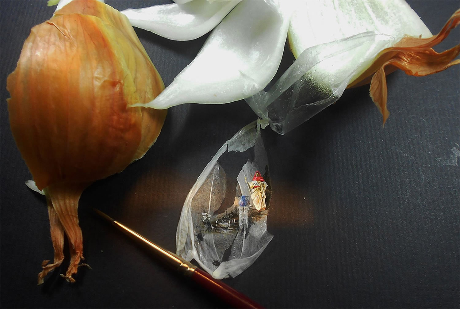 painting on onion skin by hasan kale