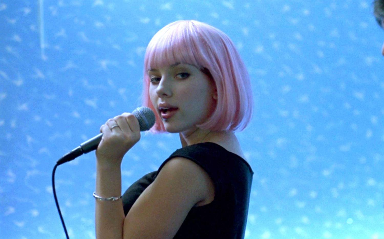pink wig scarlett johansson
