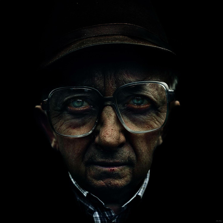 Andrey Zharov photo realist photography portrait glasses
