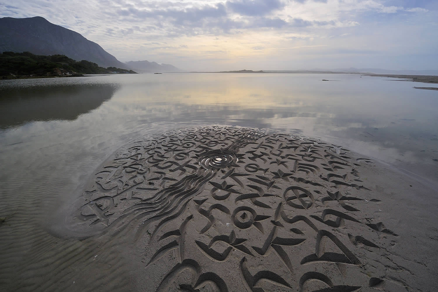 pattersn and calligraphy on the sand