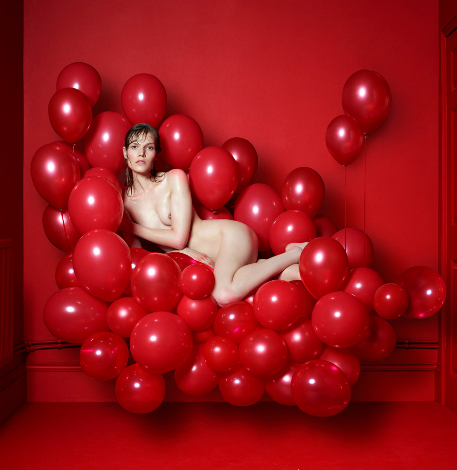 cuneyt akeroglu red room fashion photography erotica mode balloons