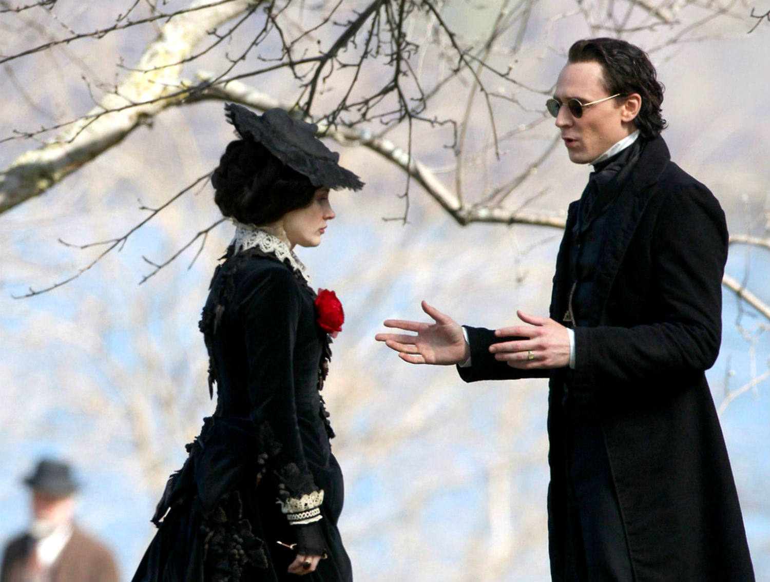 crimson peak tom hiddelston jessica chastain