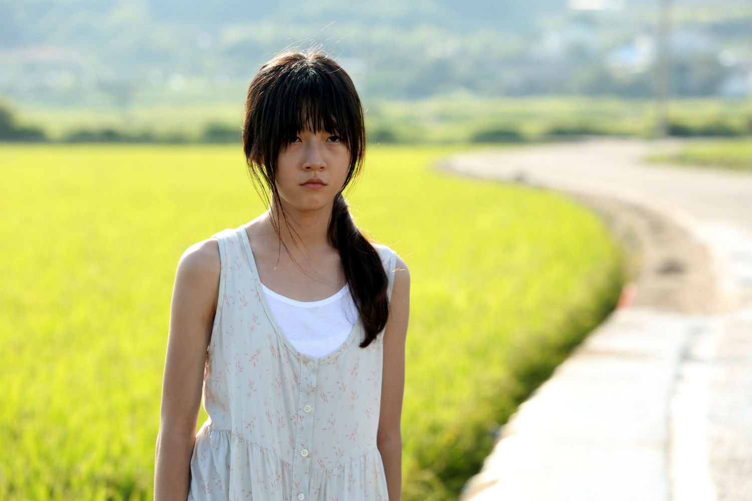 a girl at my door still south korea cinema field yellow