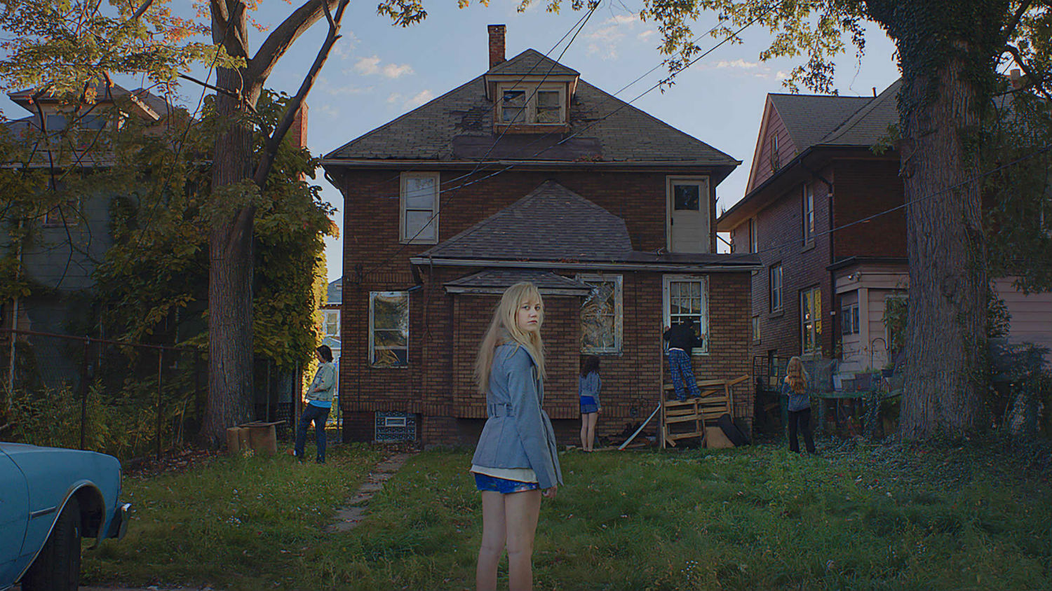it follows still horror house