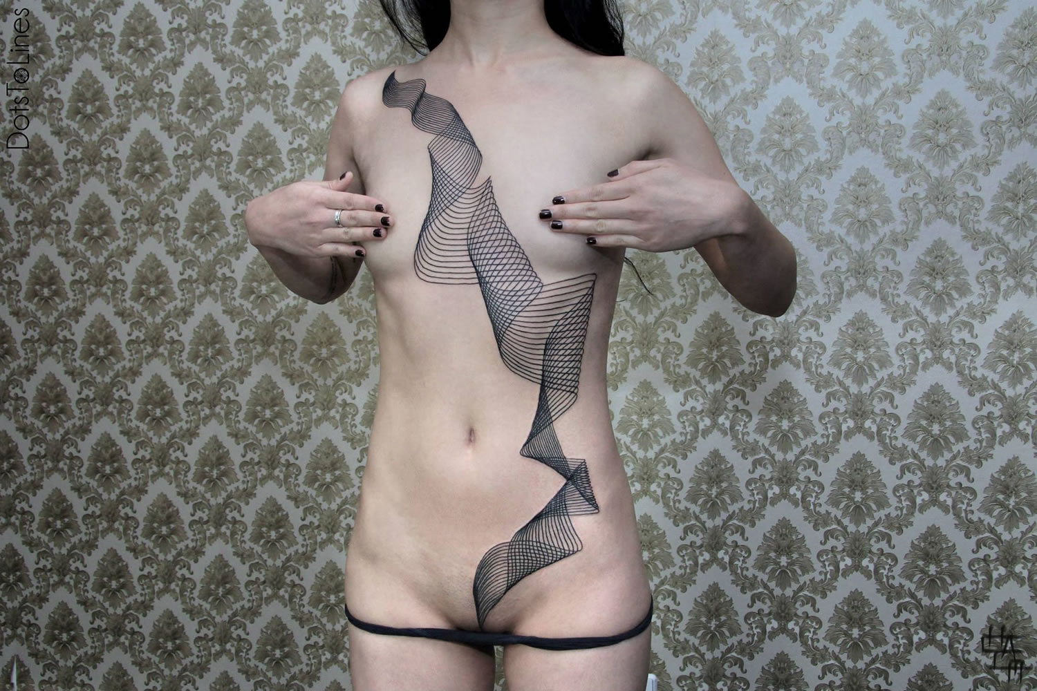 lines in motion, tattoo on female body, by chaim machlev
