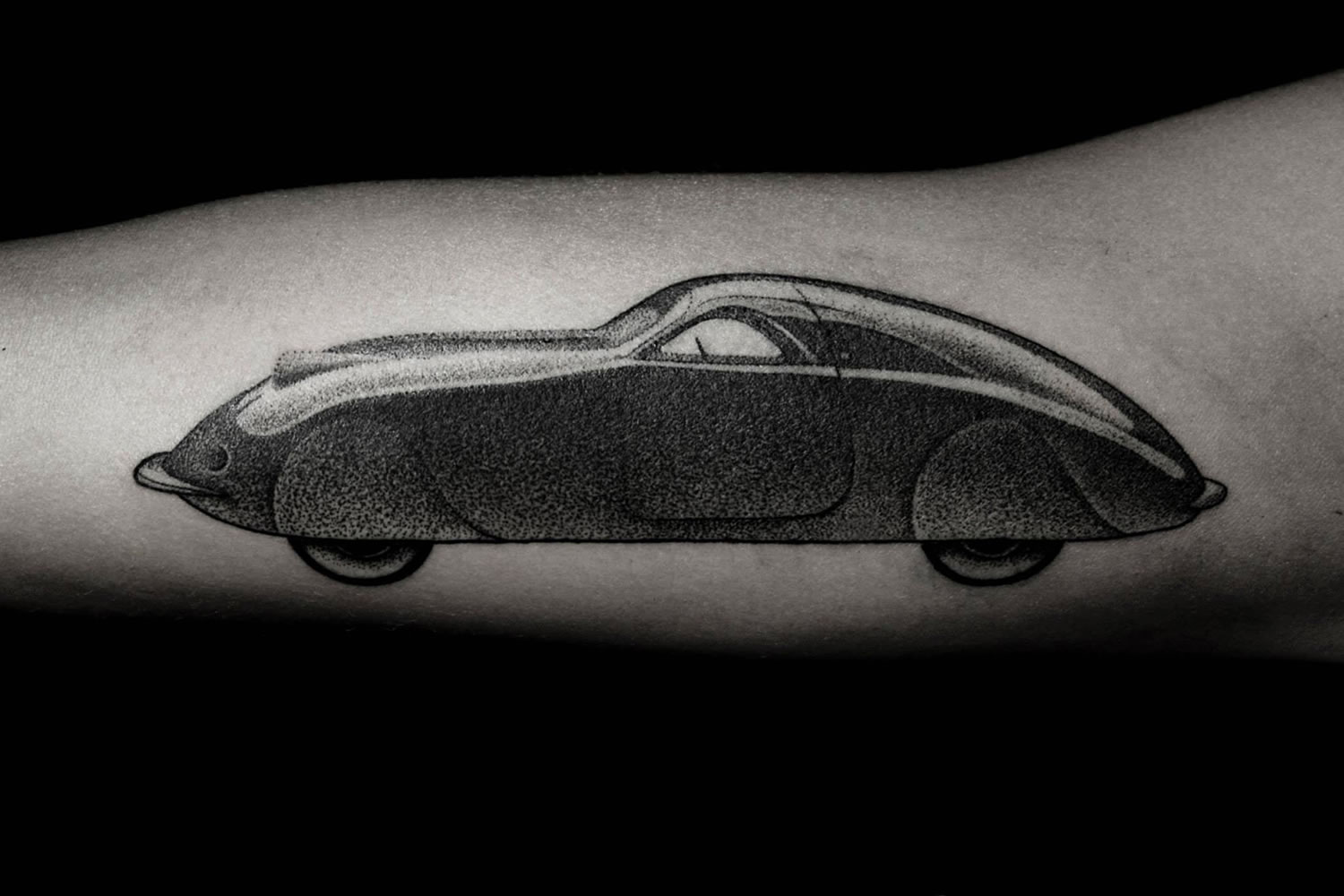 dotwork old car tattoo by Ilya Bresinski