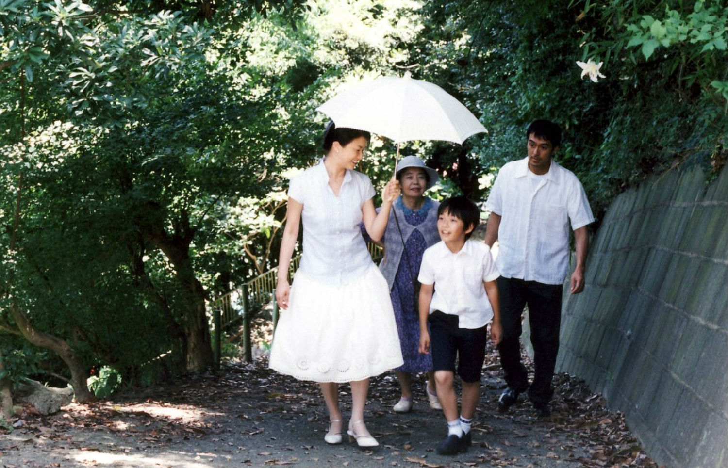 japanese cinema still walking summer