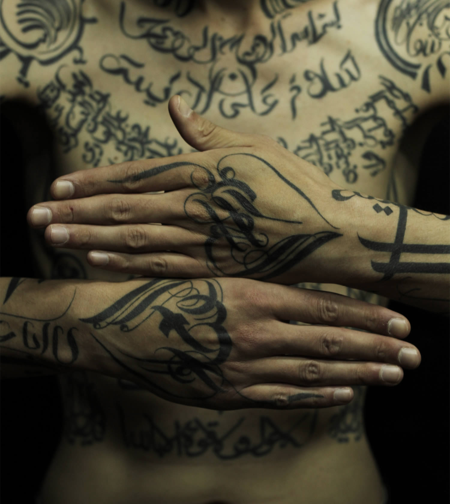 caligraphy tattoo on hands by sadhu le serbe