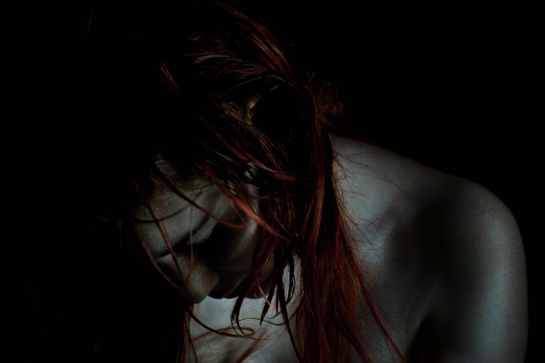 bill henson photographer dark beauty portrait red hair