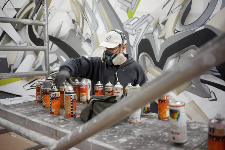 daim selecting spray paints