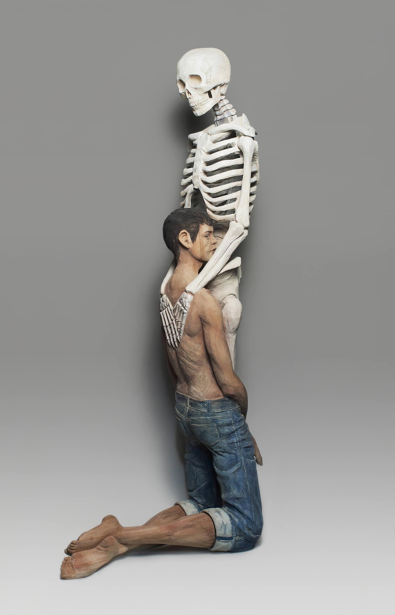 skeleton and man, sculpture by Yoshitoshi Kanemaki