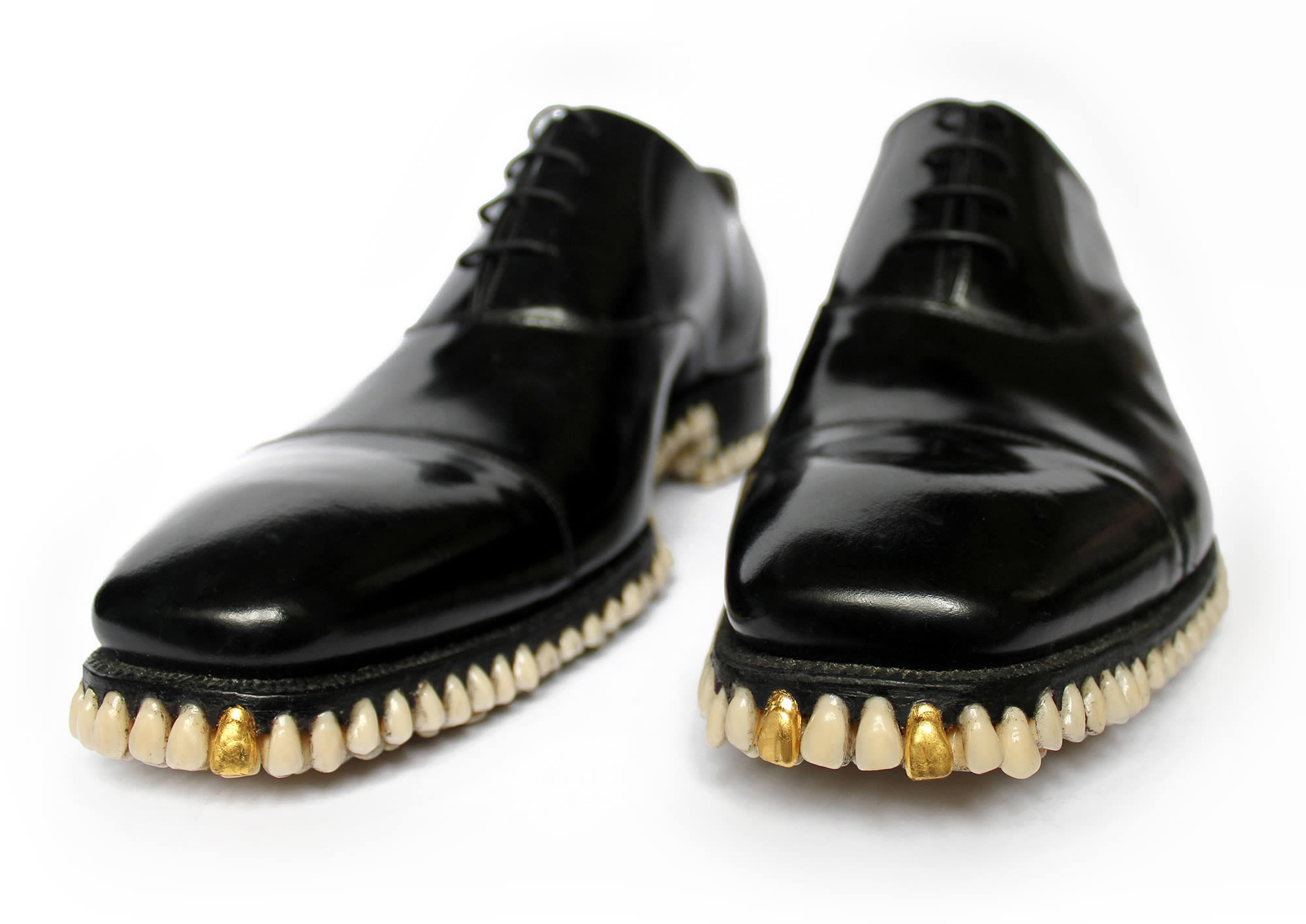 gold tooth, teeth as shoe soles, fantich and young