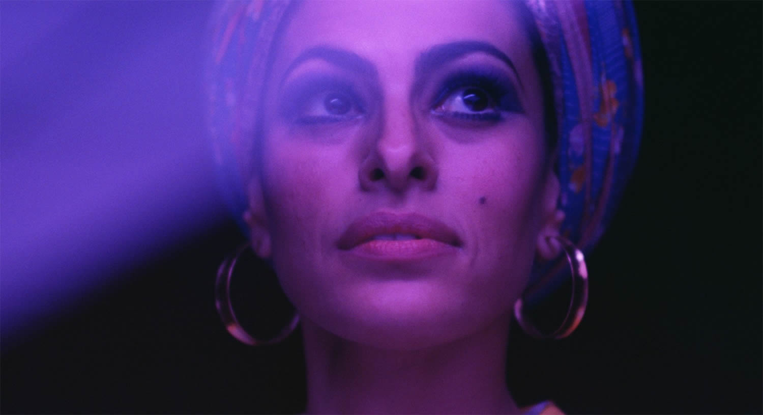 blue and purple light on eva mendes, Lost River