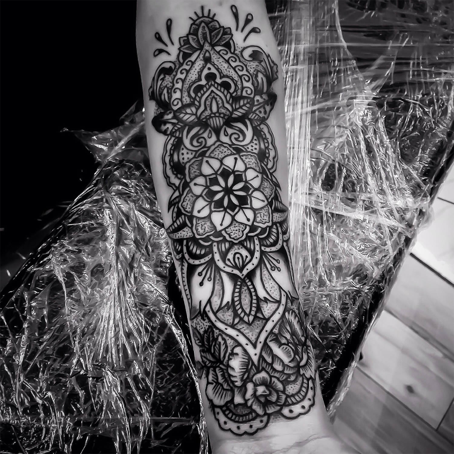 pattern on arm, tattoo by ishi neve