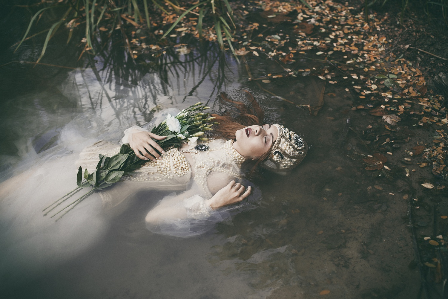 dorota gorecka dreamy photography ophelia water model flowers