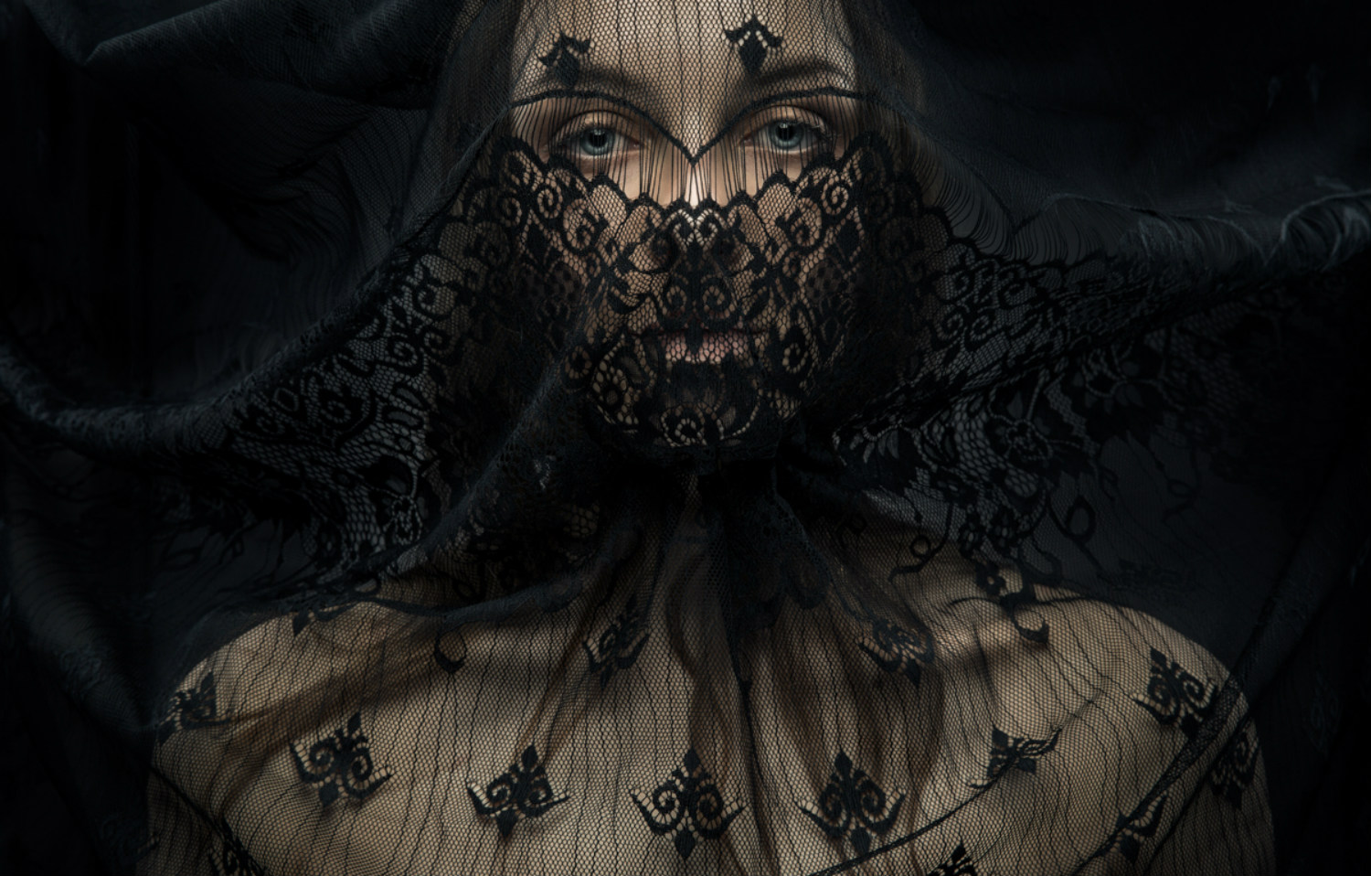 evgeni kolesnik photography surreal portraits ukraine black lace