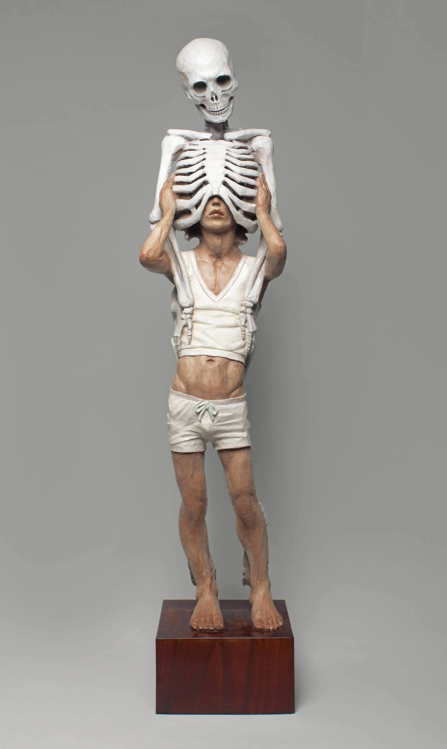 memento mori, skeleton and man sculpture by Yoshitoshi Kanemaki