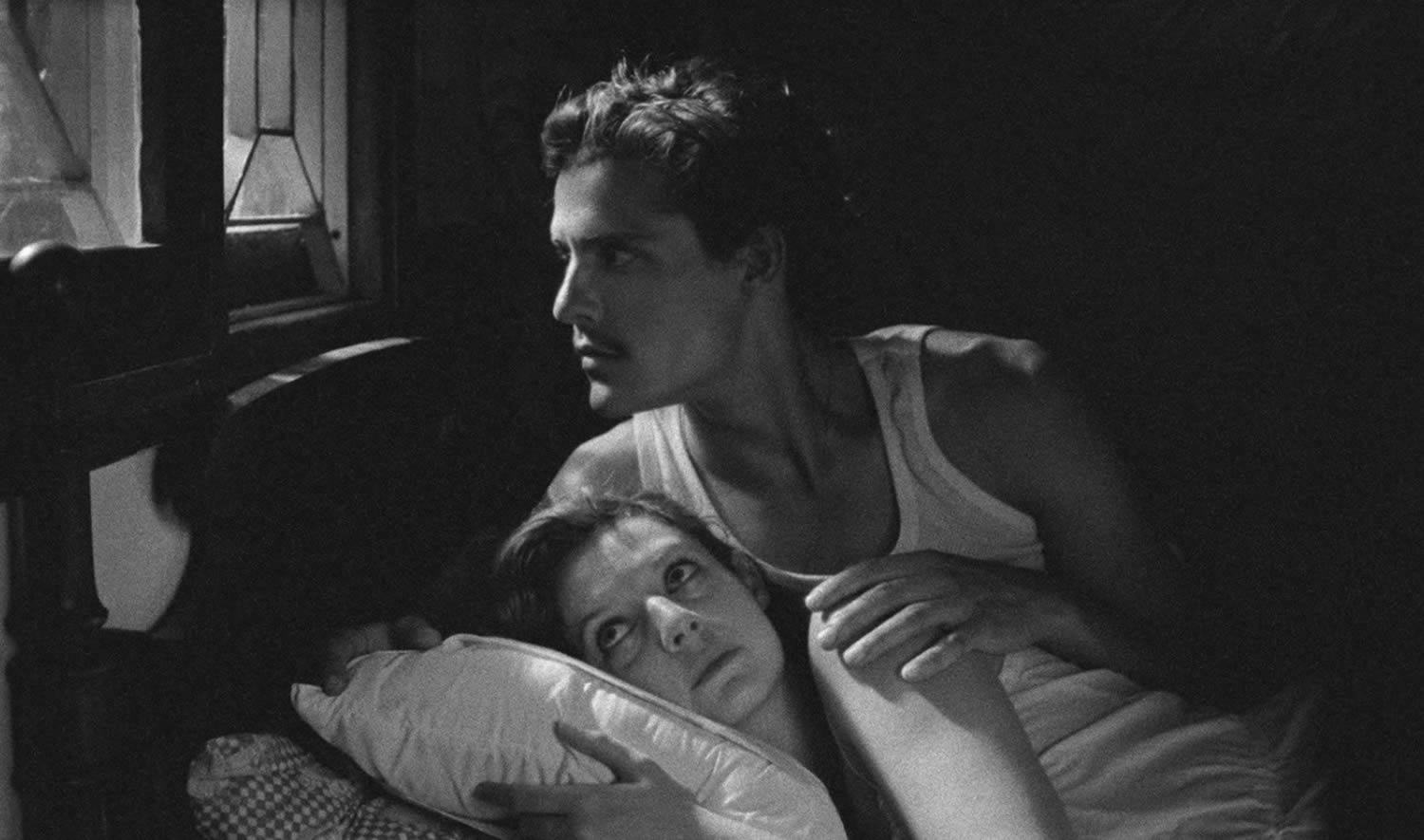 couple in bed, black and white scene in tabu