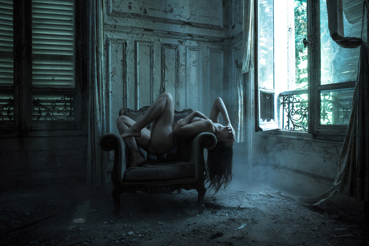 Jeremy Gibbs, Ayla in Decay, nude posing in abandoned building, expression dark passion and sadness