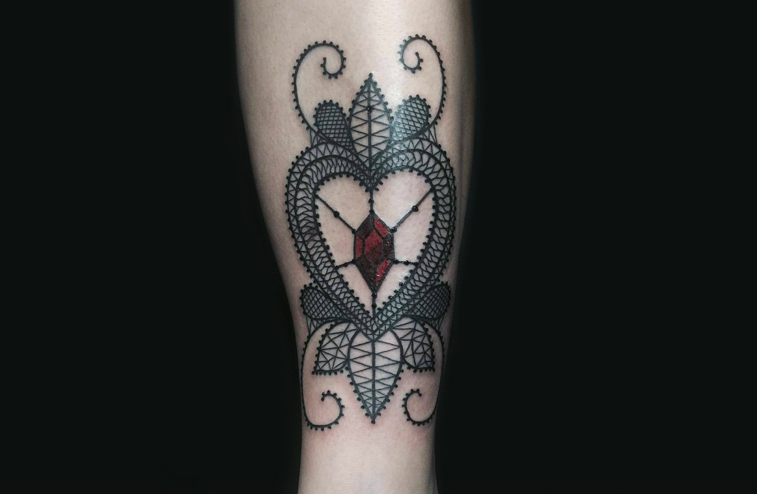 lace amulet tattoo by falukorv