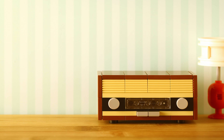 vintage radio in lego