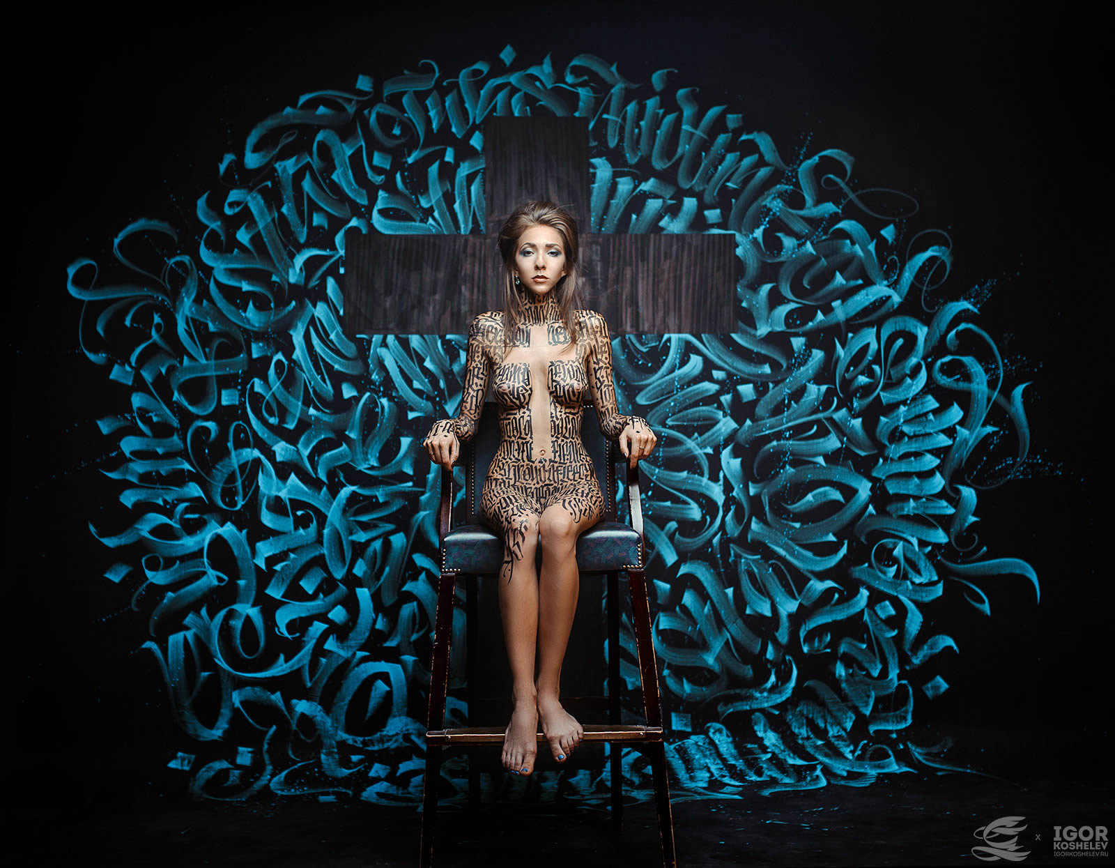 crossm calligraphy on girls, blue