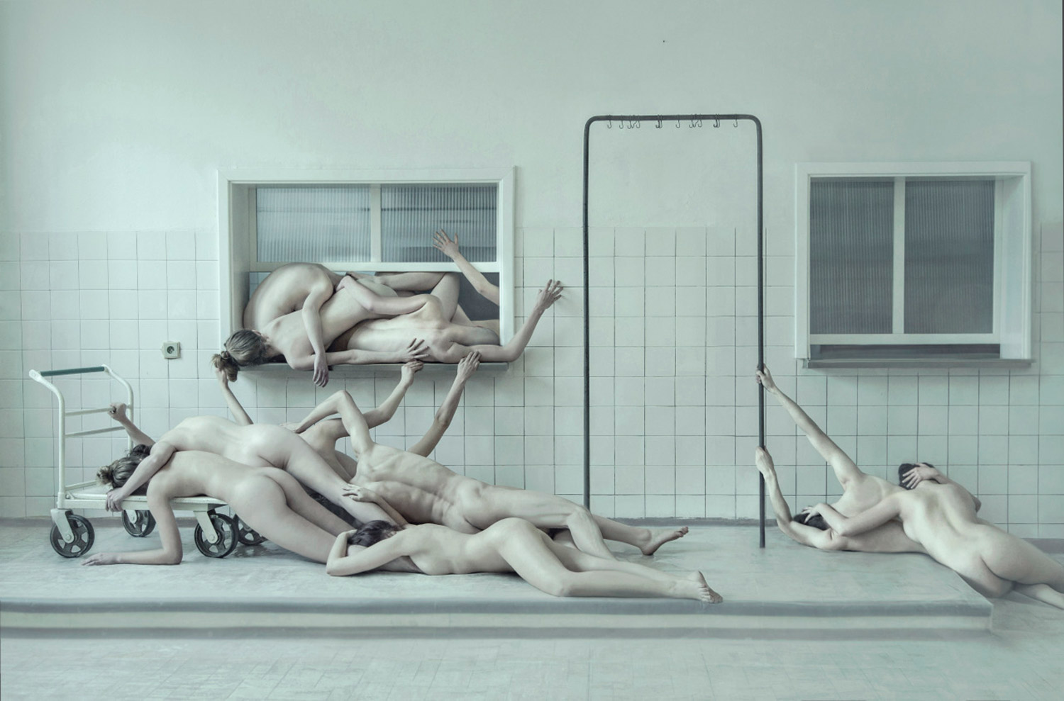 Evelyn Bencicova, Ecce Homo, pile of bodies in hospital-like room