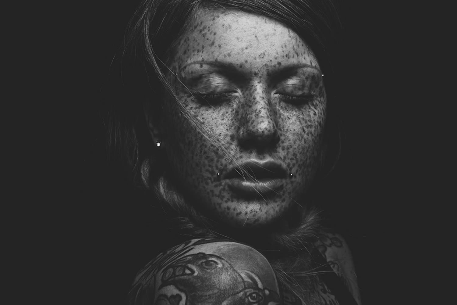 freckled girl, portrait photo