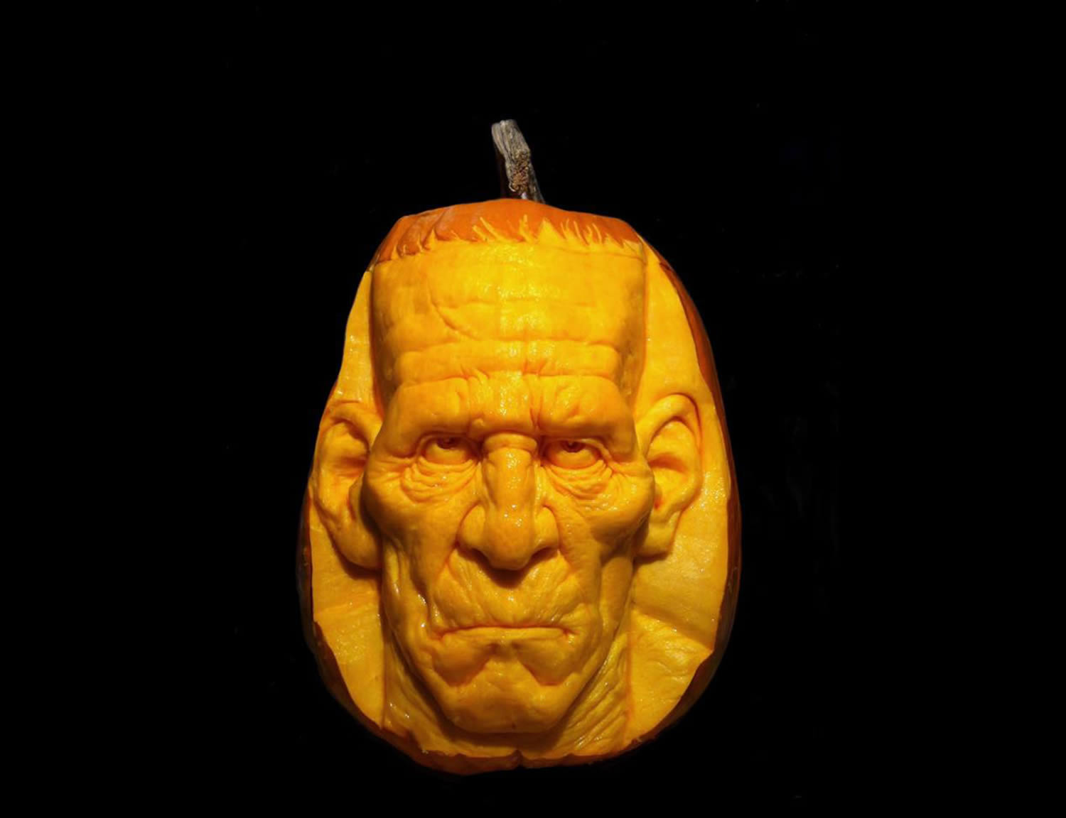 scary man pumpkin carving