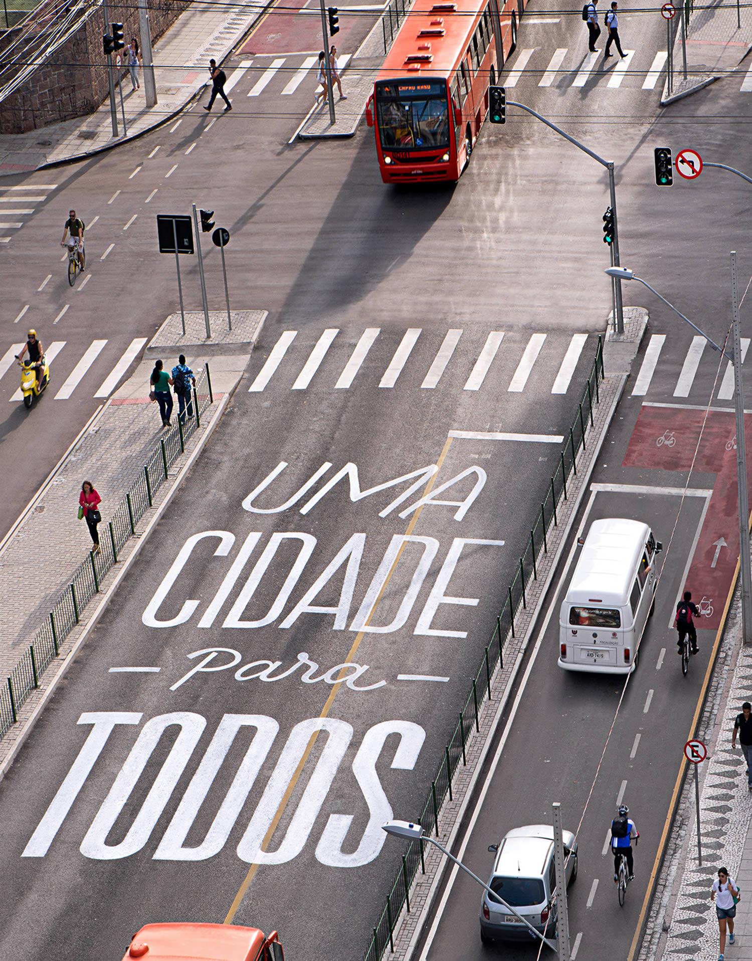 uma cidade para todos, letters on pavement, city