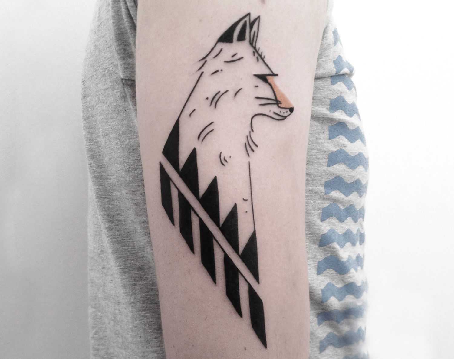 geometric fox tattoo by axel esjmont