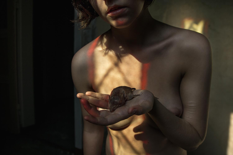 Elena Helfrecht, Farewell - woman holding dead mouse